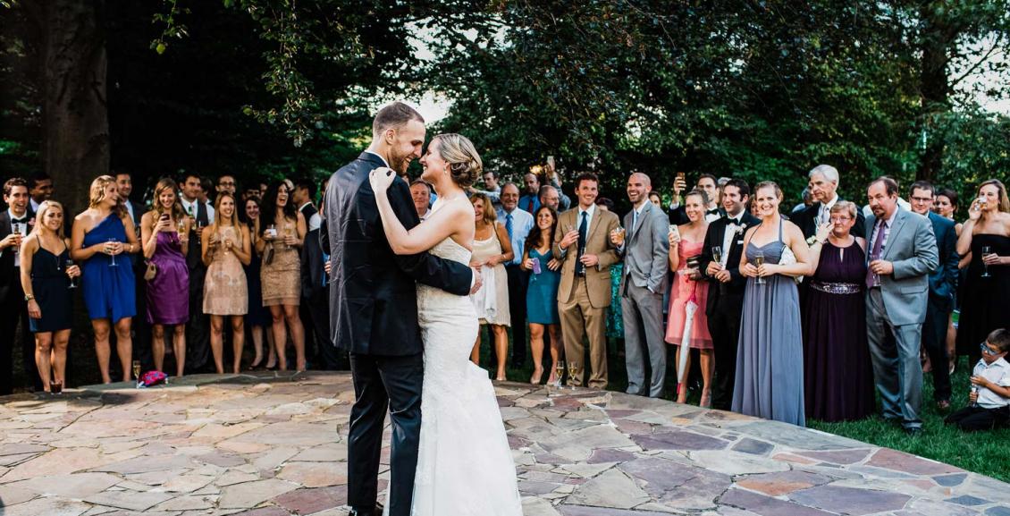 Медленный танец на свадьбе