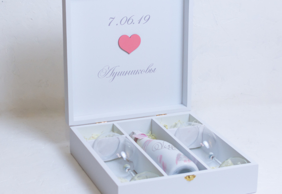 Винная церемония на свадьбе. Коробка для бутылки и бокалов.  Цена от 3200 руб