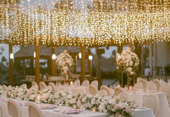 гирлянда под потолок на свадьбе