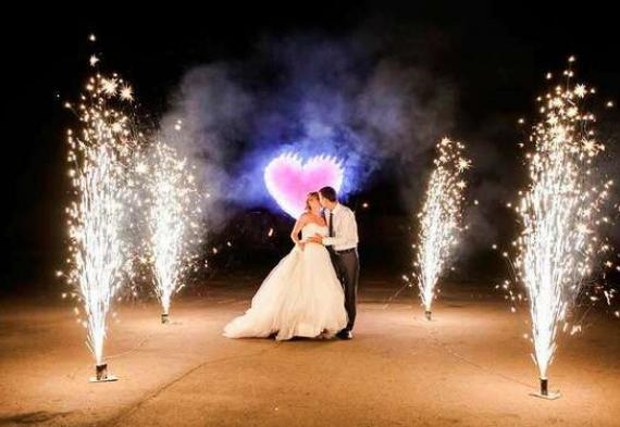 горящие сердца на свадьбе