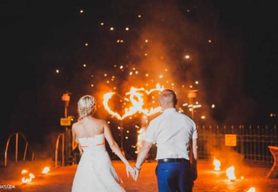горящие сердца для свадебной вечеринке