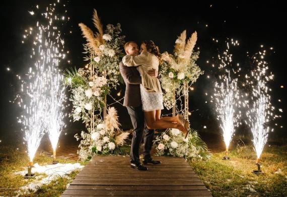 холодный фонтан на свадебном торжестве