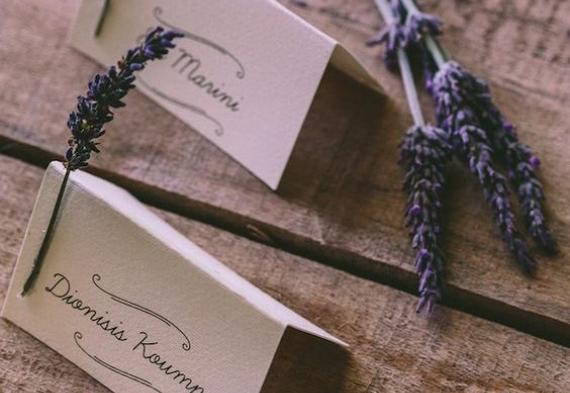 карточки для рассадки гостей с лавандой