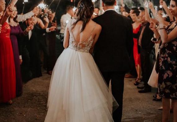 коридор из гостей на свадьбе