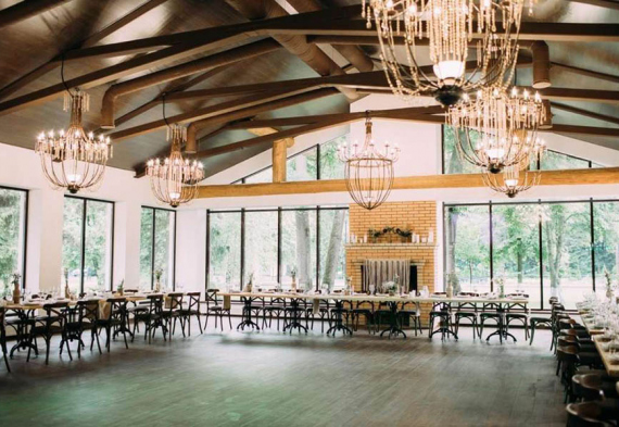 Панорамный ресторан в лесу