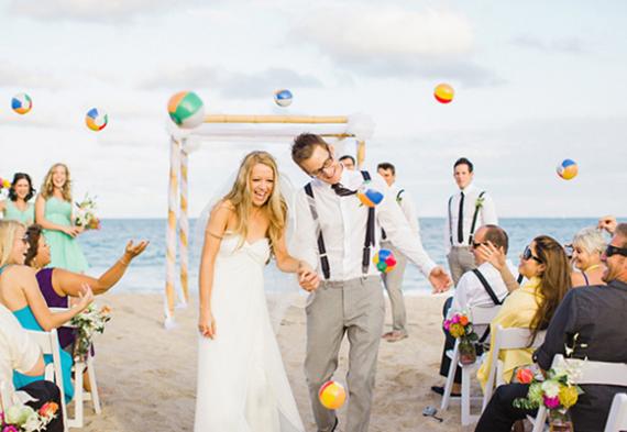 мячи на пляжной свадьбе