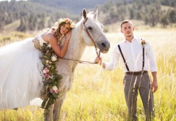 молодожены на лошади
