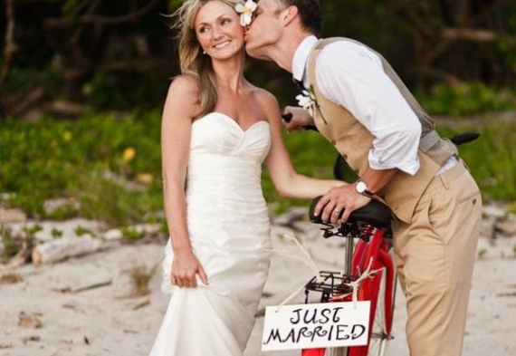 появление на свадьбе на велосипеде