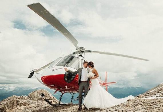жених и невеста на вертолете
