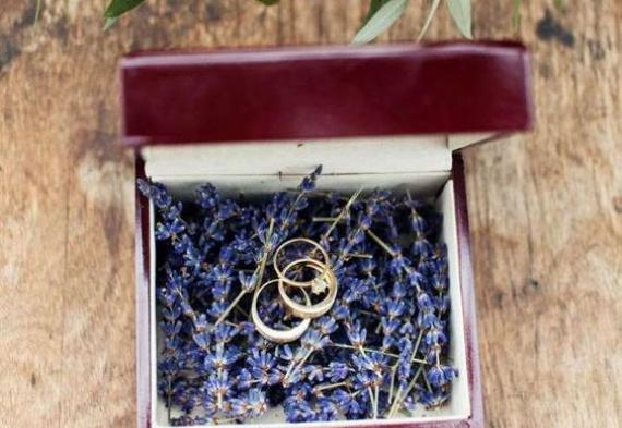 подставка для колец из лаванды на свадьбу