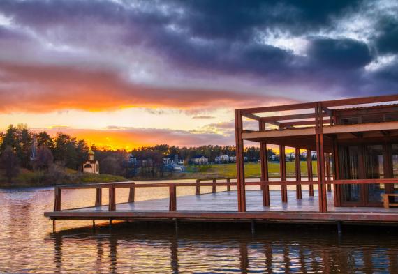 Панорамная веранда на воде