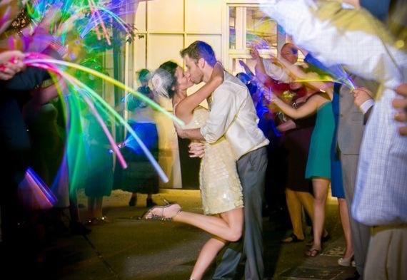 светящиеся палочки на свадьбе