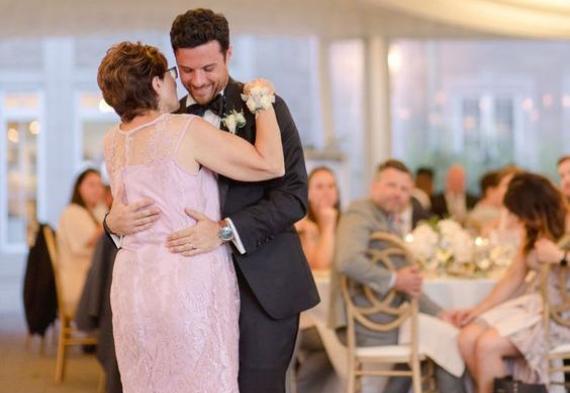 танец жениха и мамы