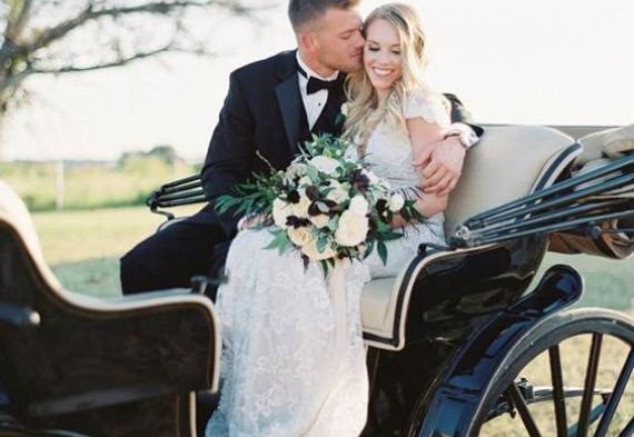 появление на свадьбе в карете