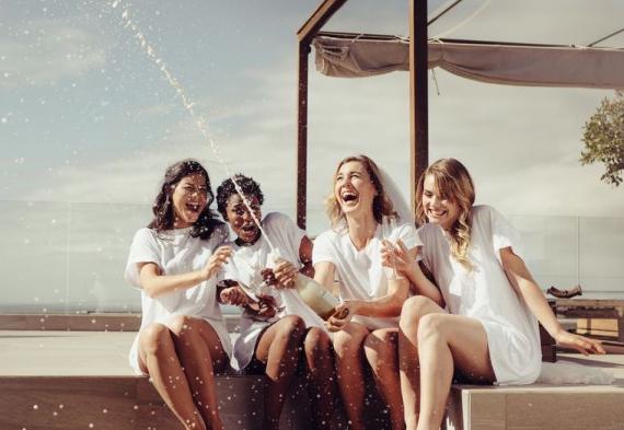 веселый девичник с подругами