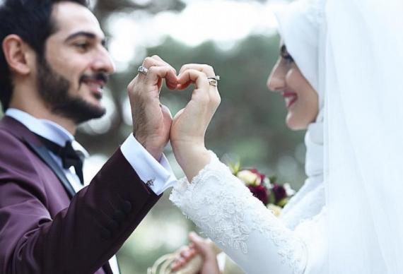 жених и невеста на мусульманской свадьбе