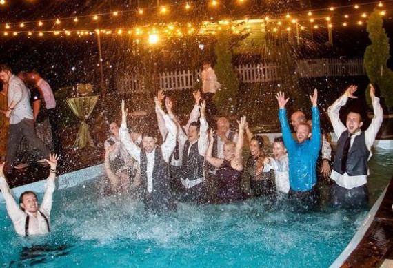 бассейн на свадебной вечеринке
