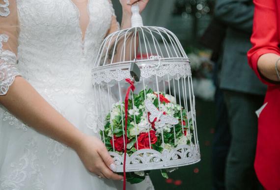 бросить букет невесты открыть замок