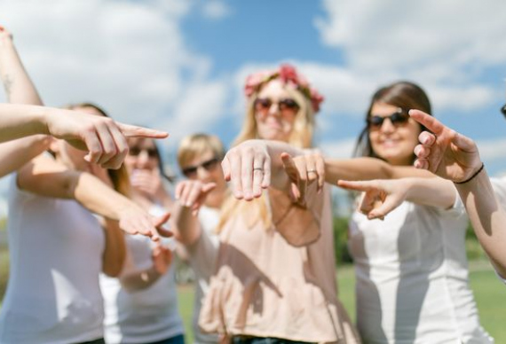 девичник с подругами на улице