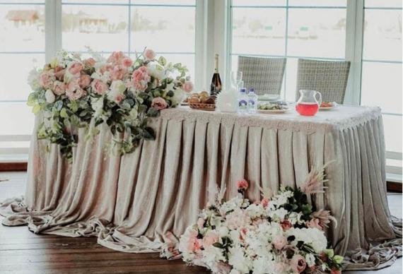 Панорамный ресторан для маленькой свадьбы