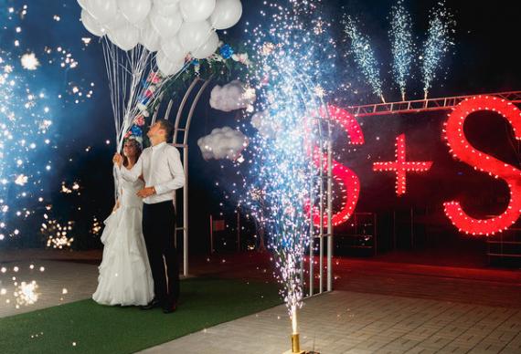 холодный фонтан свадебный декор