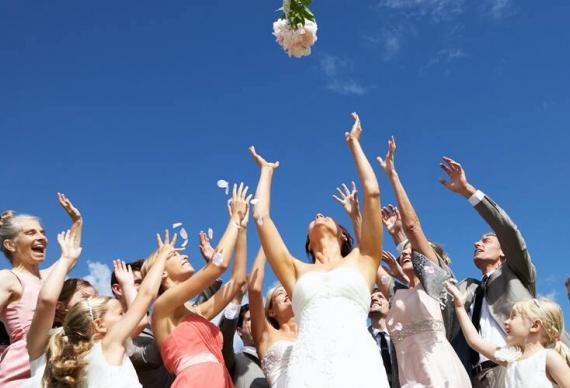 как бросить букет на свадебной церемонии