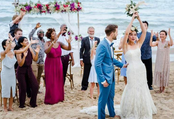 как бросить букет на свадебном торжестве