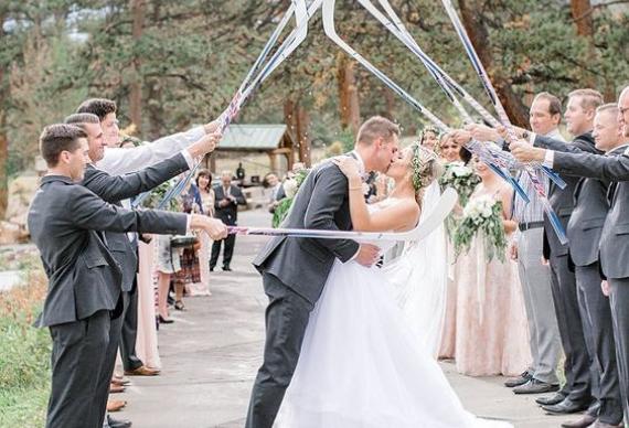 арка из клюшек на свадьбе