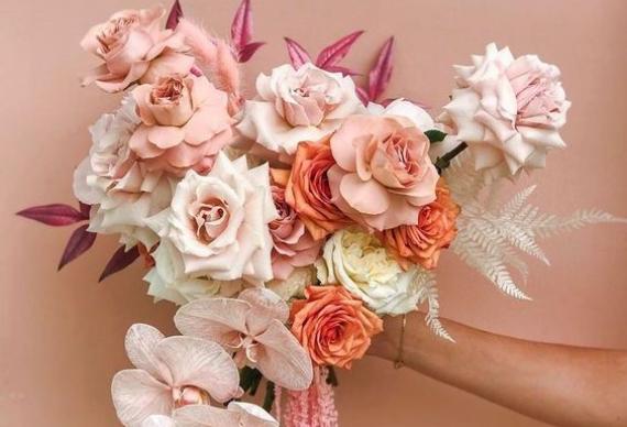 букет на коралловую свадьбу