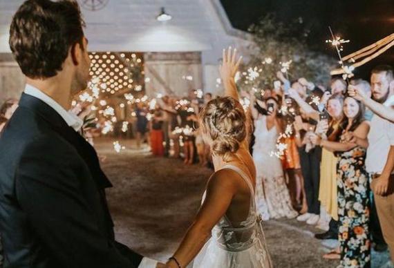 коридор из гостей завершение свадьбы