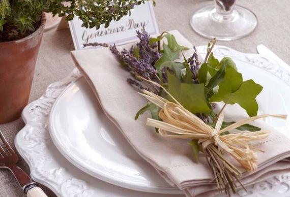 лаванда для сервировки стола на свадебном торжестве