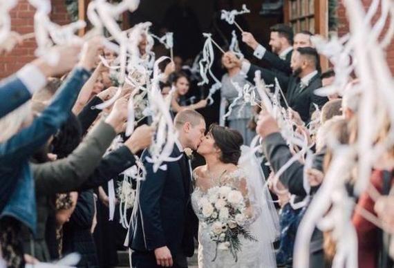 ленты на палочке для свадебных гостей