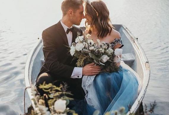 появление на свадебной церемонии в лодке
