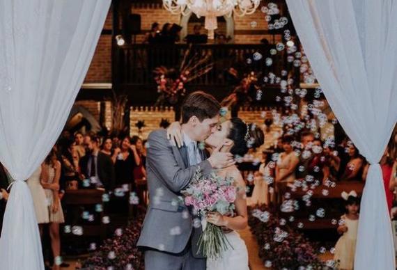 мыльные пузыри для свадебного фото