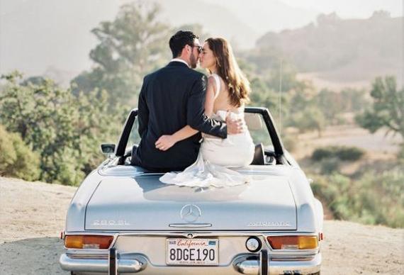 появление на свадьбе на кабриолете