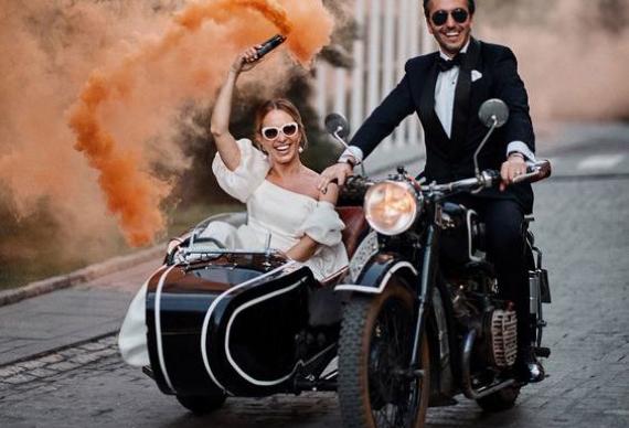 появление на свадьбе на мотоцикле