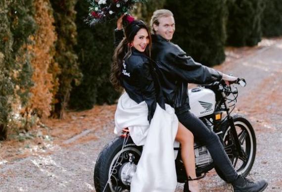свадебное фото на мотоцикле