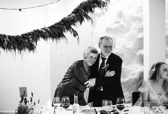 Родители на свадьбе и их эмоции