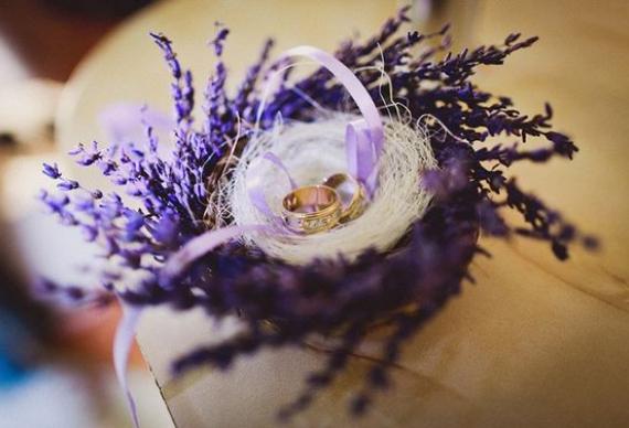подставка для колец из лаванды для свадебного торжества