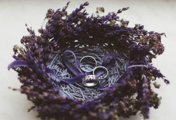 подставка для колец из лаванды для свадебной церемонии