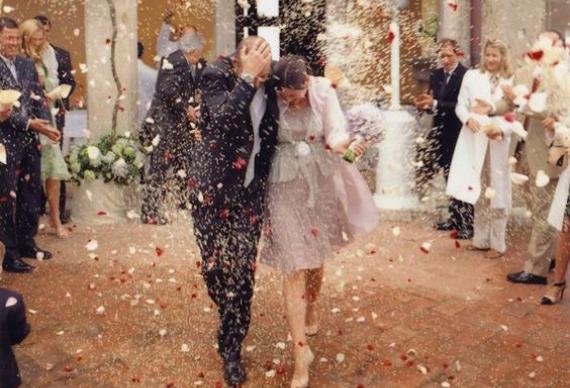 обсыпать рисом на свадьбе