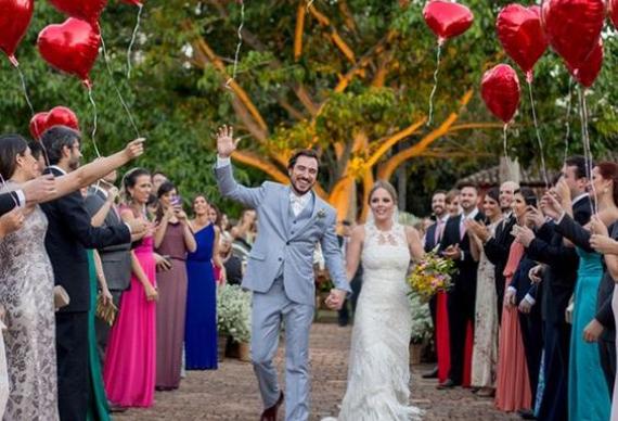 яркие воздушные шары на свадьбу
