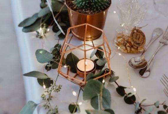светодиодная гирлянда нить на свадебном столе