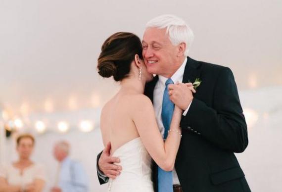 танец отца и дочери на свадебном торжестве