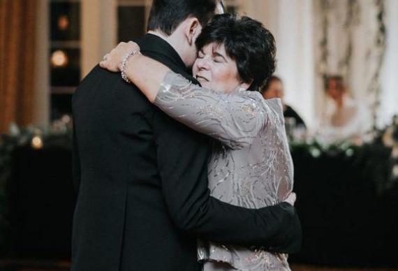танец жениха с мамой на свадьбе