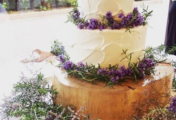 торт из лаванды для свадебной церемонии
