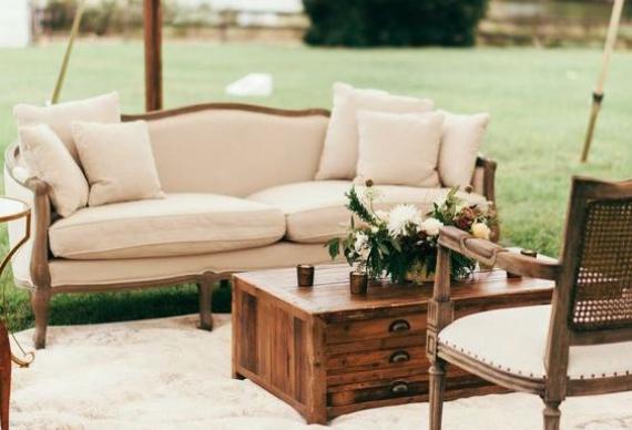 зона отдыха на свадебном торжестве